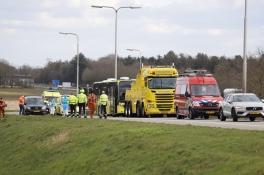 Ambulancebus met coronaslachtoffers valt met pech stil op snelweg, hulpverleners massaal op de been