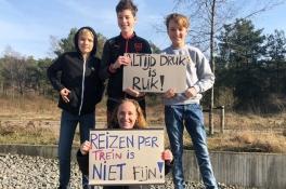 'Ik weet gewoon niet of ik op tijd kom met de Maaslijn'. Jonge socialisten fietsen uit protest