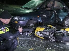 Motorrijder ernstig gewond door botsing