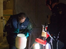 Nijmegen Milsbeek - Politie treft drugslab in pand in Milsbeek (L) en houdt vier verdachten aan